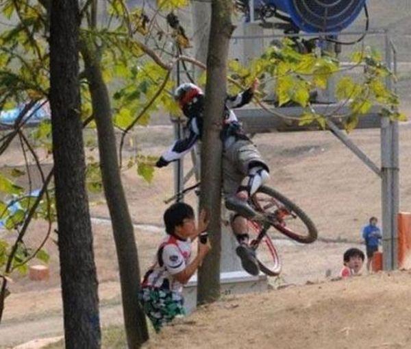 Велосипедисты и их падения