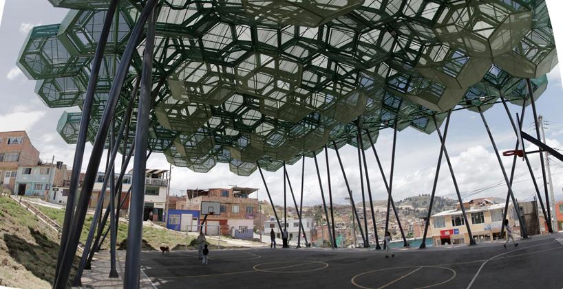 Удивительный навес для спортивной площадки