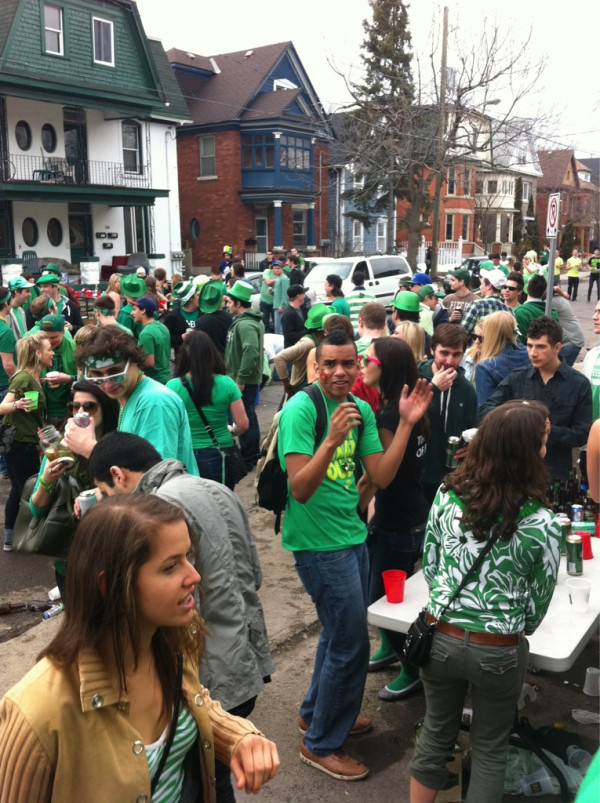 фото с вечеринок Дня Святого Патрика