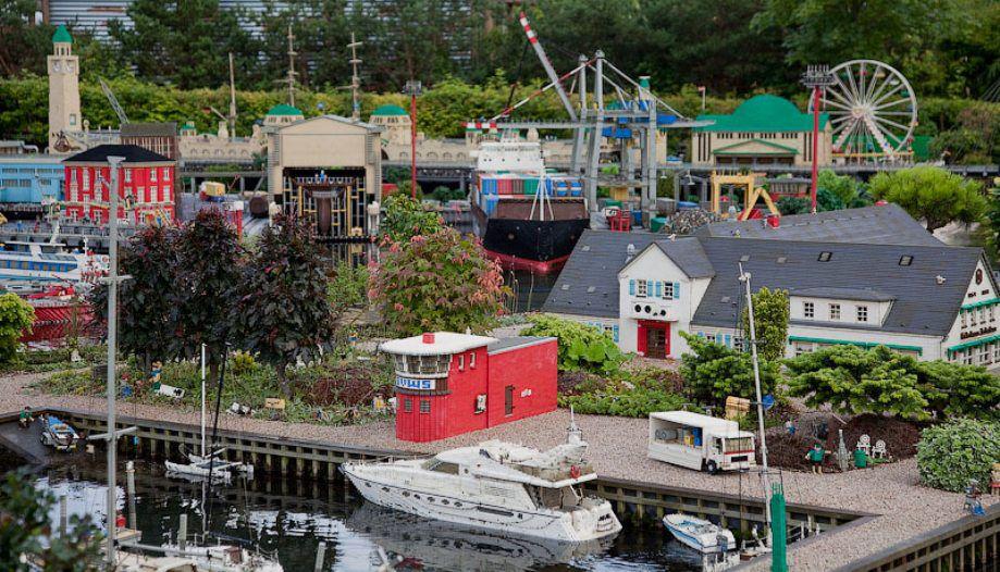 Удивительная модель города из Lego