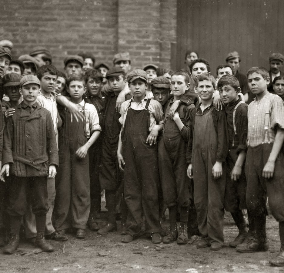 1900 1930 labor movement essay In late 1920, the american labor movement was at a critical juncture having been valued as a partner in achieving victory in world war one, it was now vilified as anti-american, demanding, and guilty of putting its goals ahead of the general welfare.