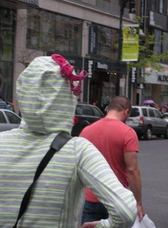 Люди в странной одежде