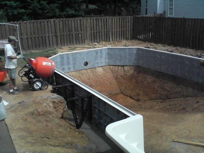Как построить бассейн своими руками видео в сауне