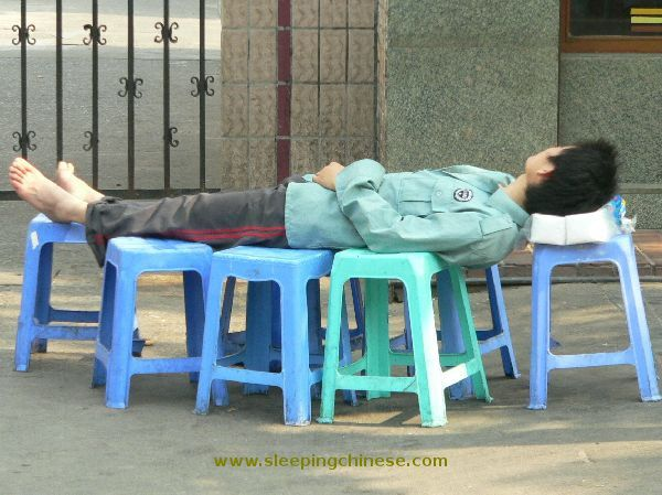 Китайский Народ может Спать Где угодно