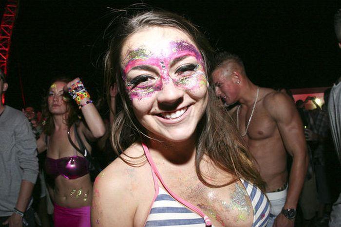 Симпатичные девушки с Electric Daisy карнавала