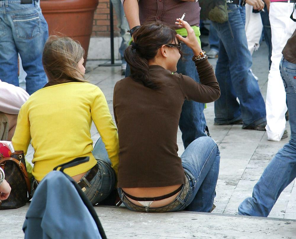 У девочек видны стринги 17 фотография