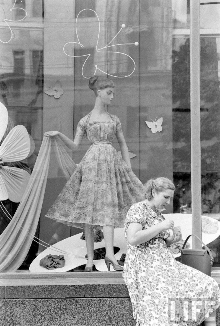 Московская жизнь 1960 года в ларьках и витринах
