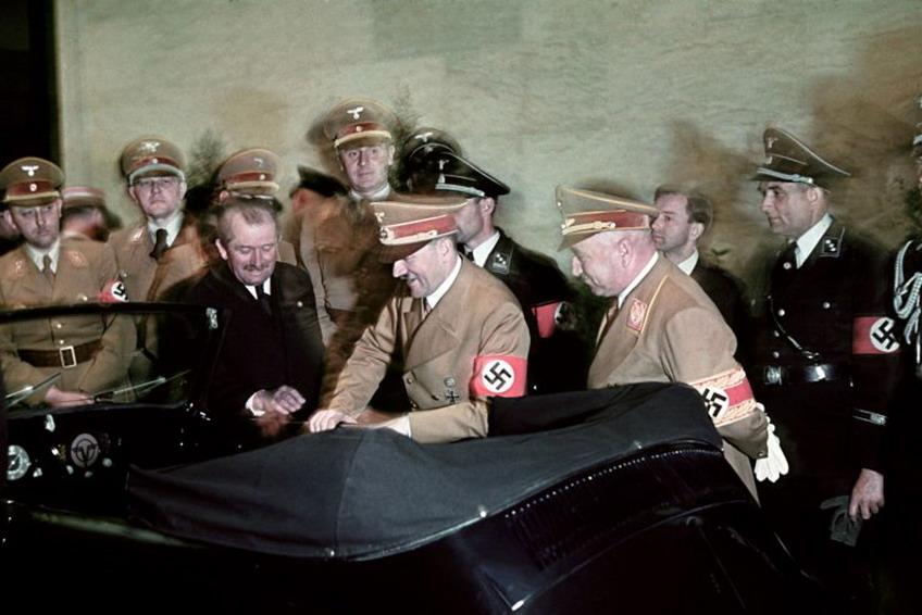 Редкие цветные фотографии с юбилея Гитлера