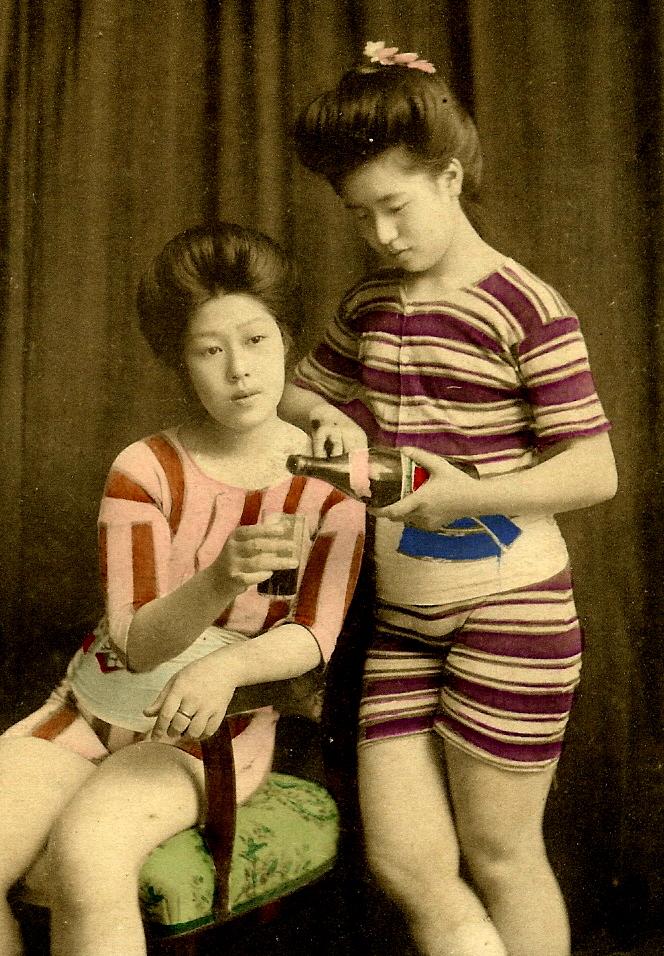 Винтажные Цветные фотографии японских девушек в купальниках