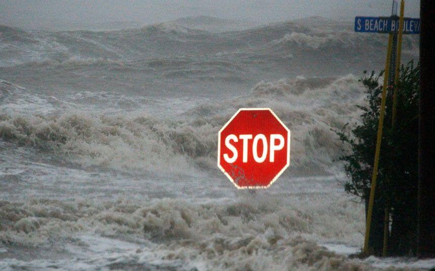 Ураган Исаак добрался до США