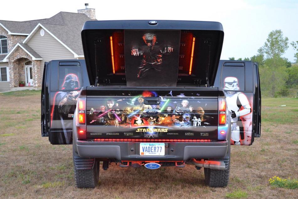 Автомобиль фаната фильма Звездные воины