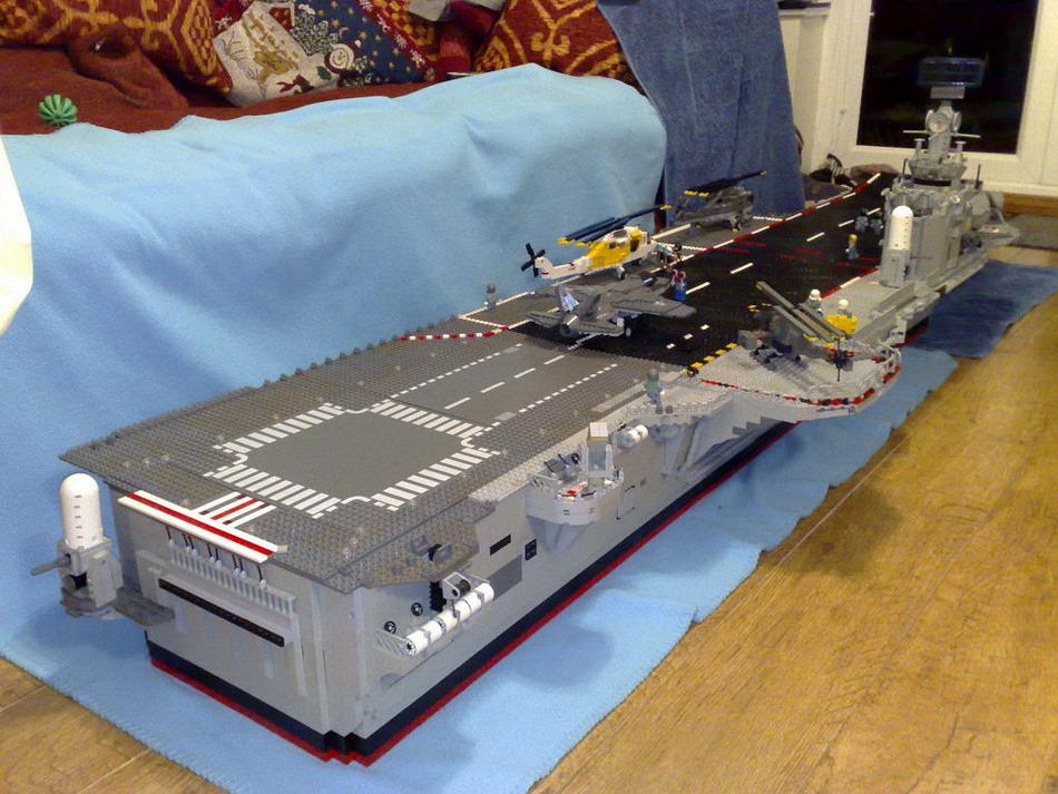Прикольный самодельный авианосец из LEGO