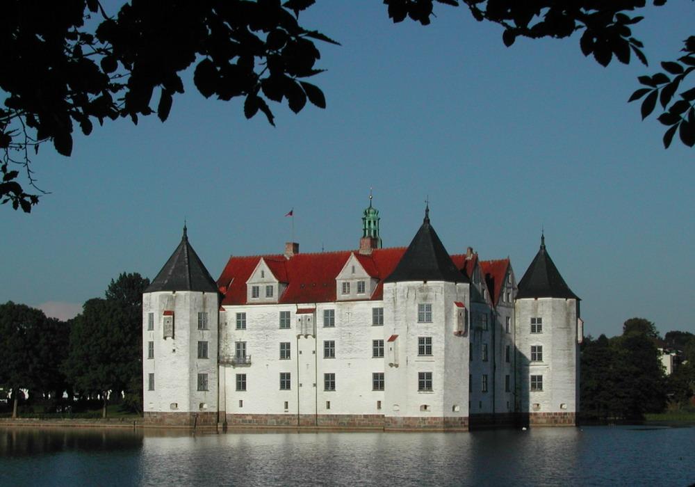 10 красивейших замков на воде