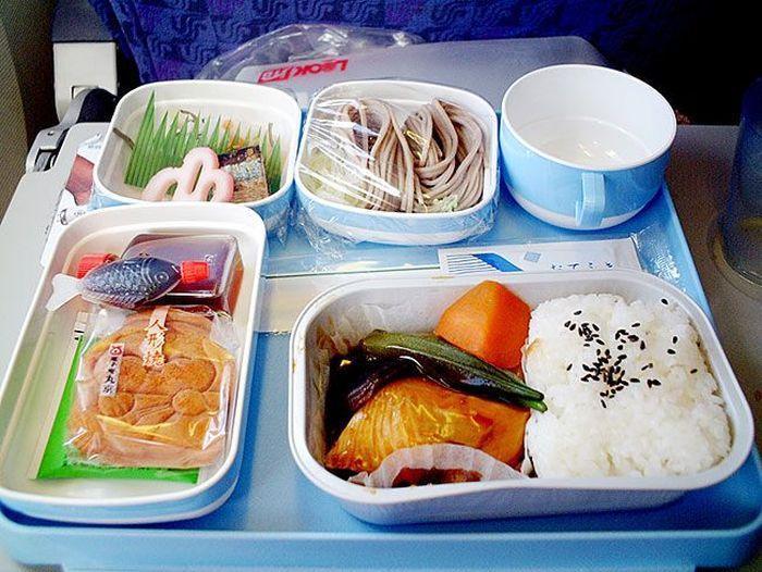 Обеды пассажиров Различных Авиакомпаний