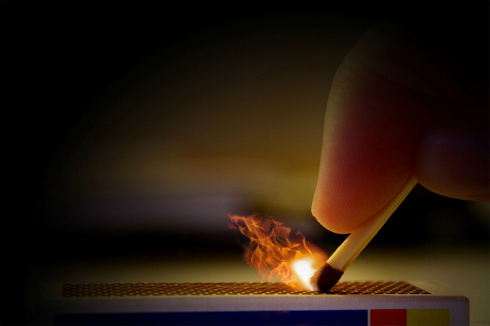 Красота горящей спички