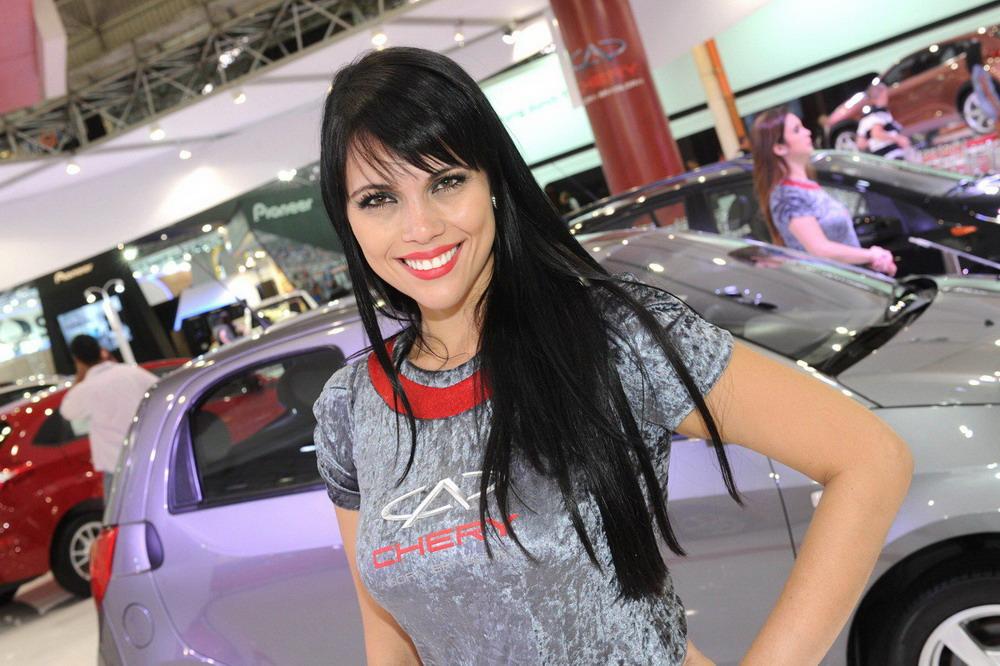 Девушки с автовыставки в Сан-Паулу