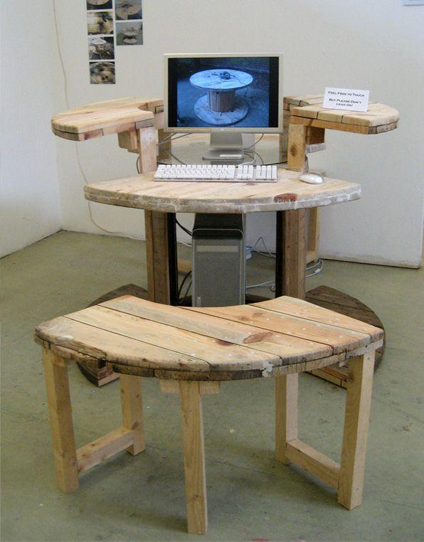 Как изготовить компьютерный стол своими руками