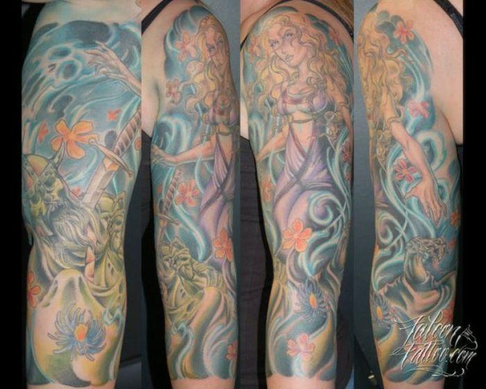 Яркие татуировки на разных частях тела