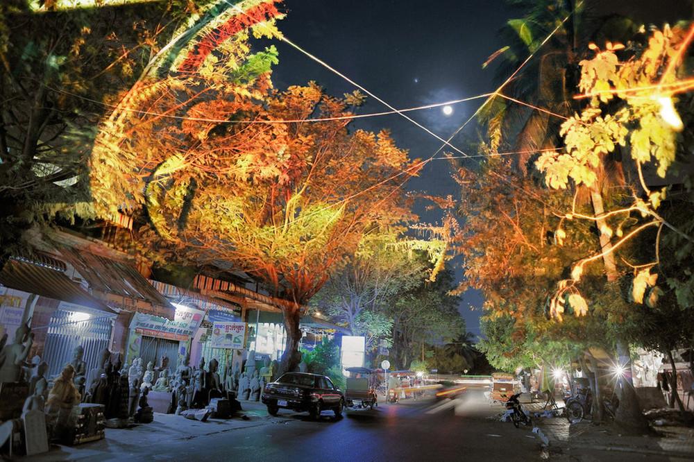 Лица на Камбоджийских деревьях