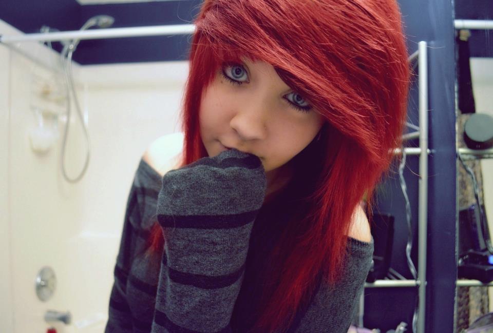 эмо девушки с красными волосами