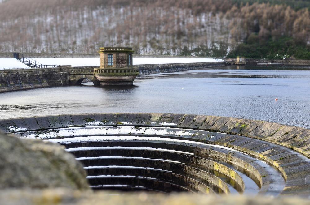 Воронка в водохранилище Ladybower