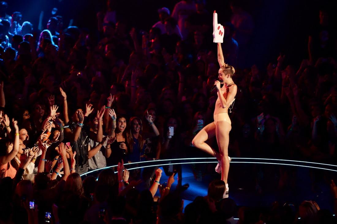 Miley Cyrus – 2013 MTV