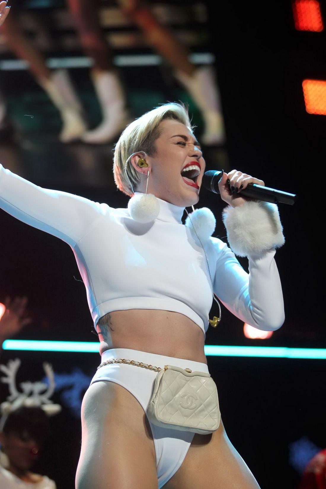 Miley Cyrus – Hot