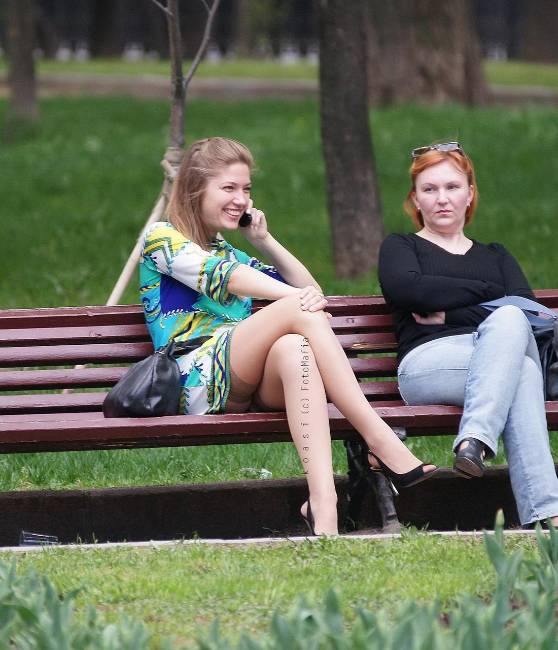 Девочки писают на улице онлайн 7 фотография