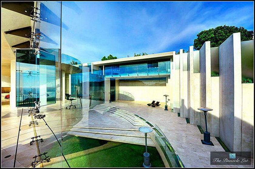 Дом Железного человека выставлен на продажу