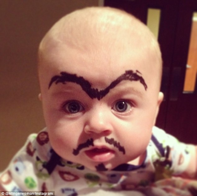 нарисуй ребенку брови