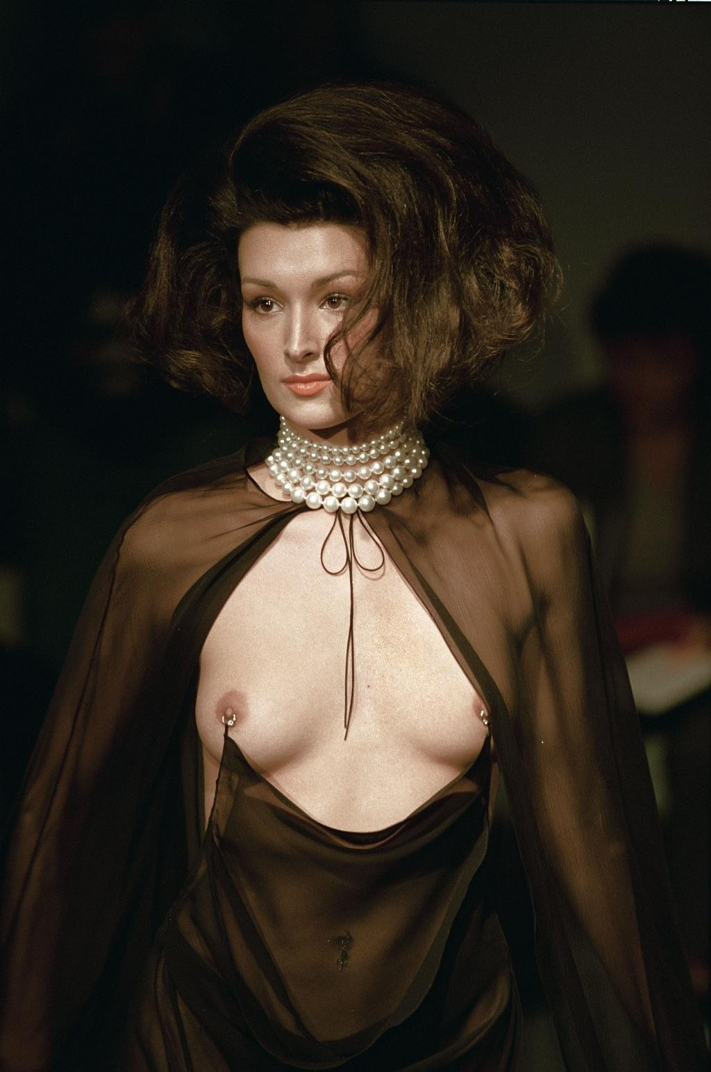Смотреть показ мод голая мода 29 фотография