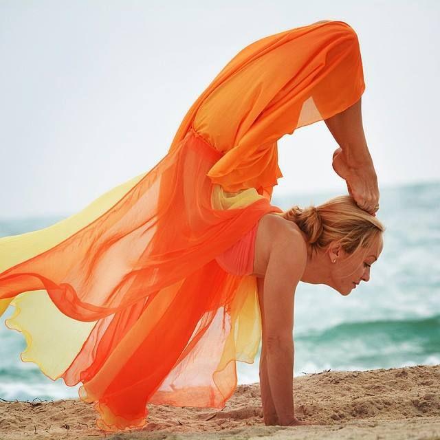 сексуальный тренер по Аштанга йоге