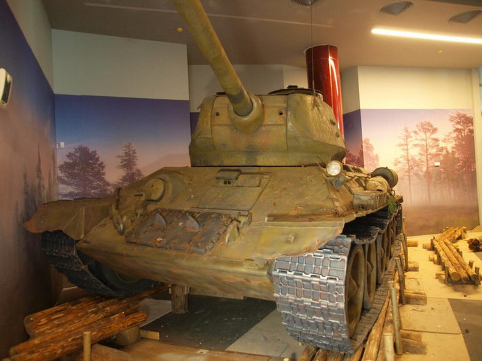 Танк Т-34-85 из пенопласта