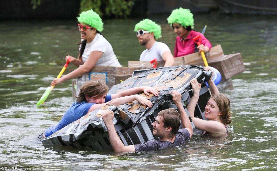 Гонки на картонных лодках