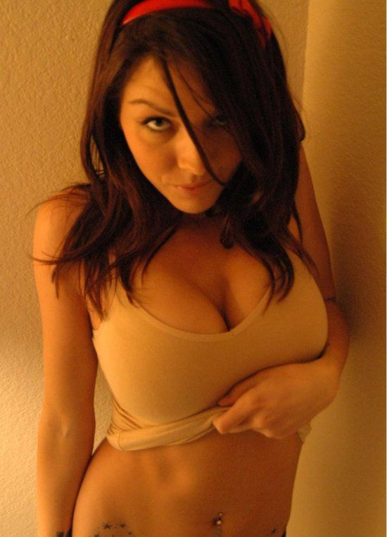 Девушки с внушительным размером груди