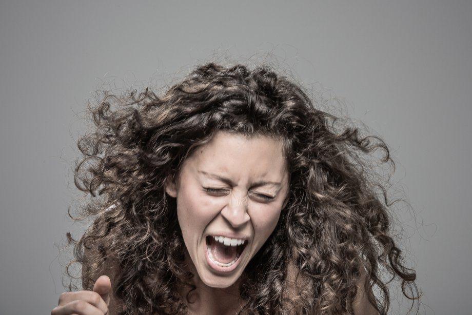 Реакция людей на удар электрошокером