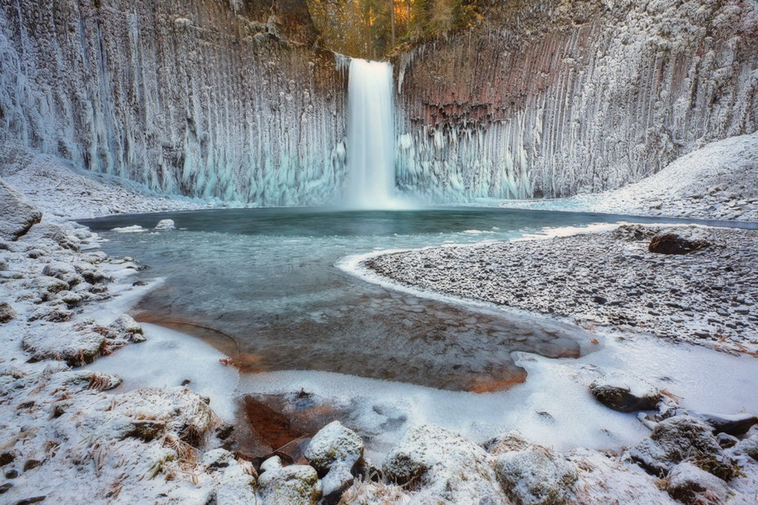 Фантастические фотографии замерзших водопадов
