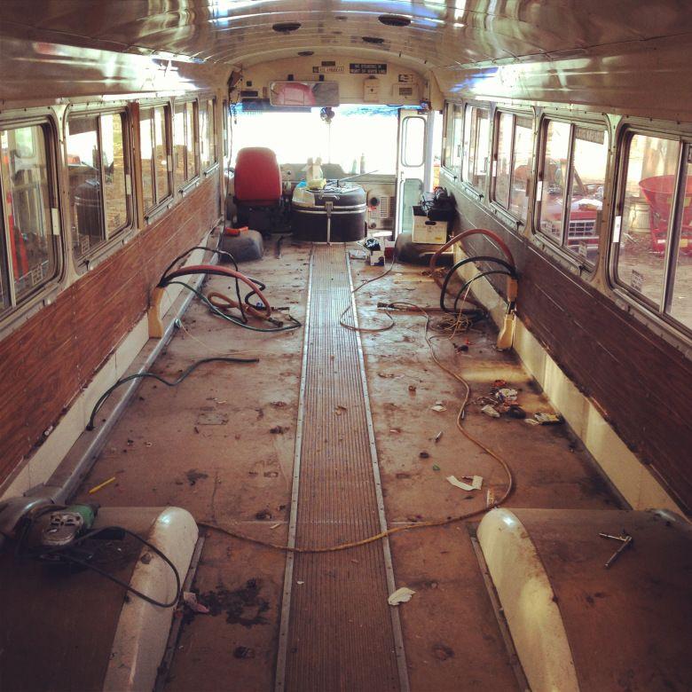 Дом на колесах из старого автобуса