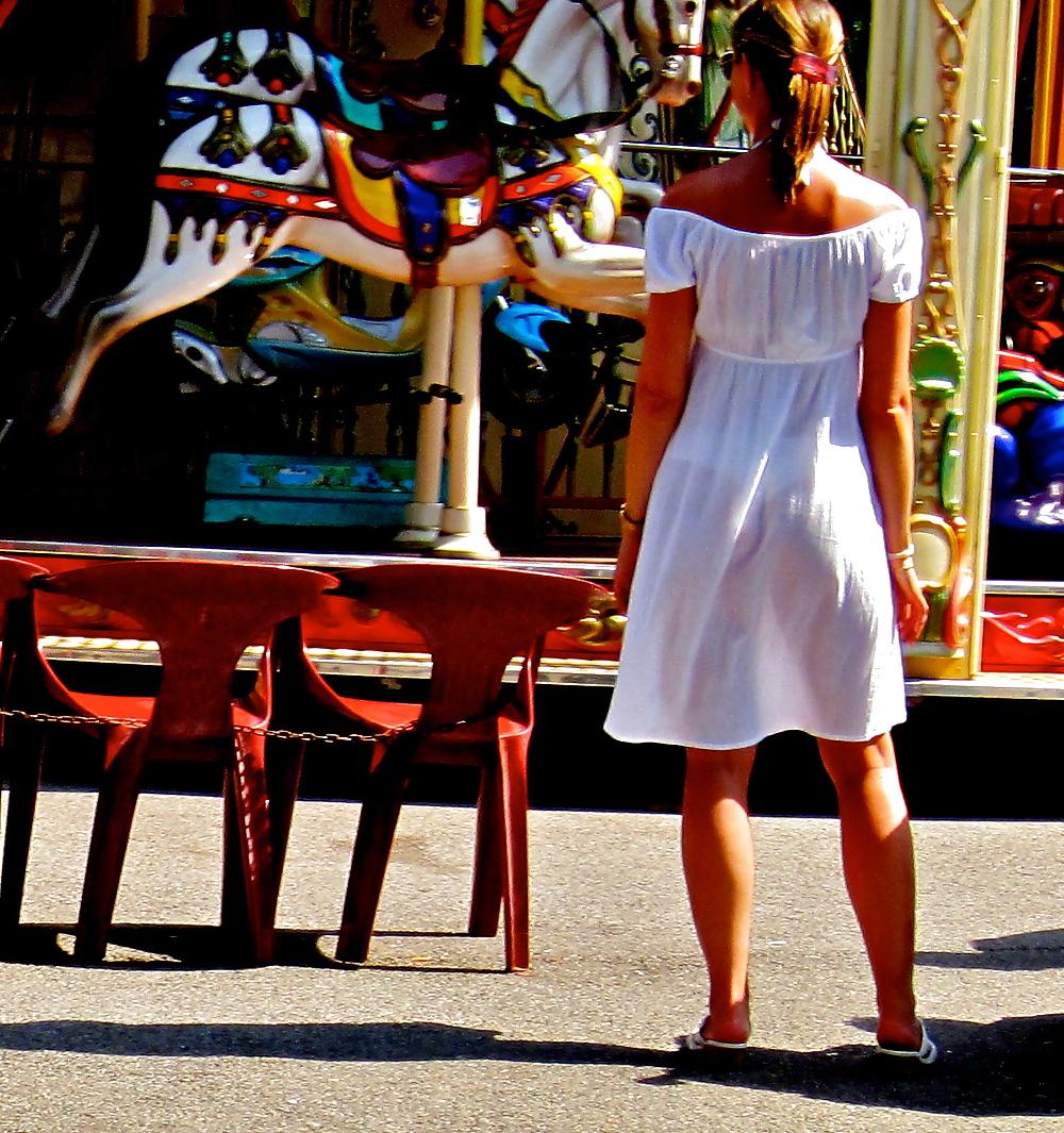 Фото девушек в прозрачной одежде на улице 21 фотография
