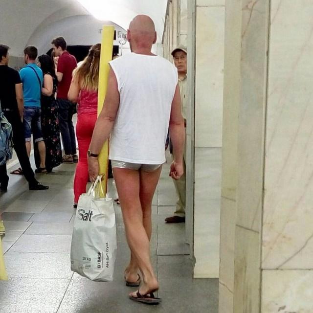 Модники в метро