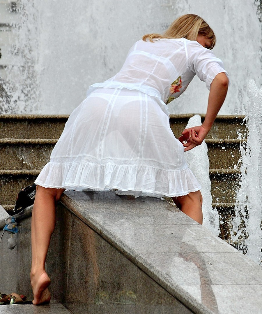Фото девушек в прозрачной одежде на улице 1 фотография