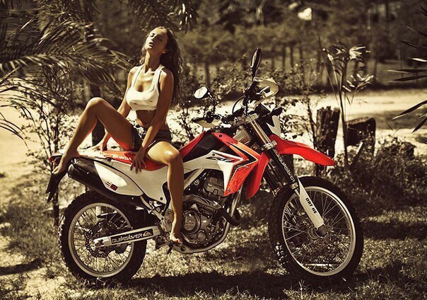 фото голых девушек на мотоциклах